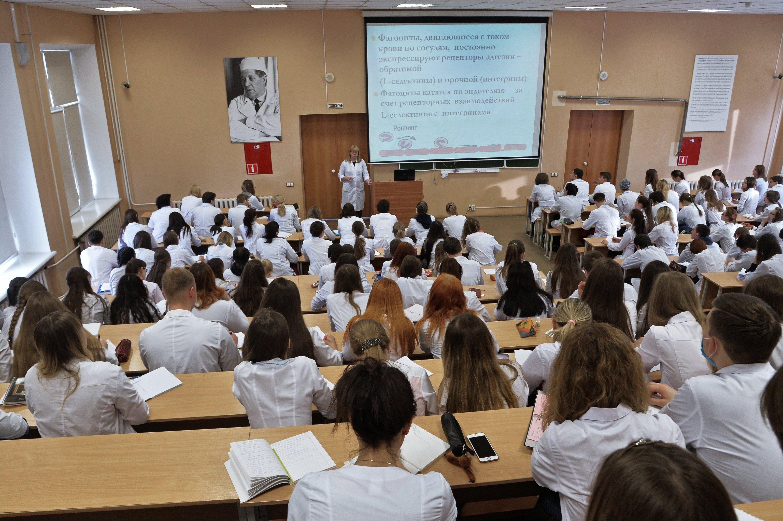 Студенты на занятии в Южно-Уральском государственном медицинском университете в Челябинске.