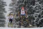 Слева направо: Надежда Скардино (Беларусь) и Франциска Пройс (Германия) на дистанции смешанной эстафеты