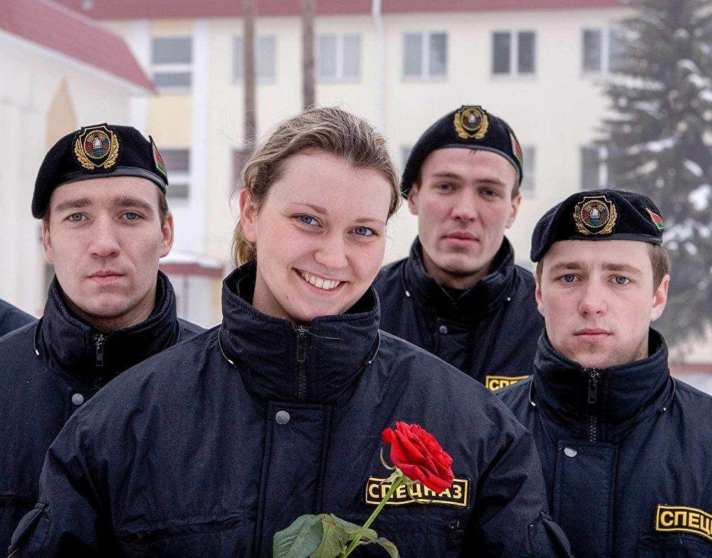 Сотрудники спецназа