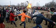Танцы і спальванне пудзіла Зімы: пад Мінскам адсвяткавалі Масленіцу