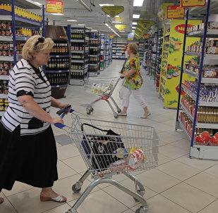 Покупатели в магазине Минска