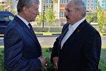 Генеральный секретарь ОДКБ Николай Бордюжа беседует с президентом Беларуси Александром Лукашенко, архивное фото