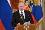 Президент России Владимир Путин на церемонии вручения знамени ВКС