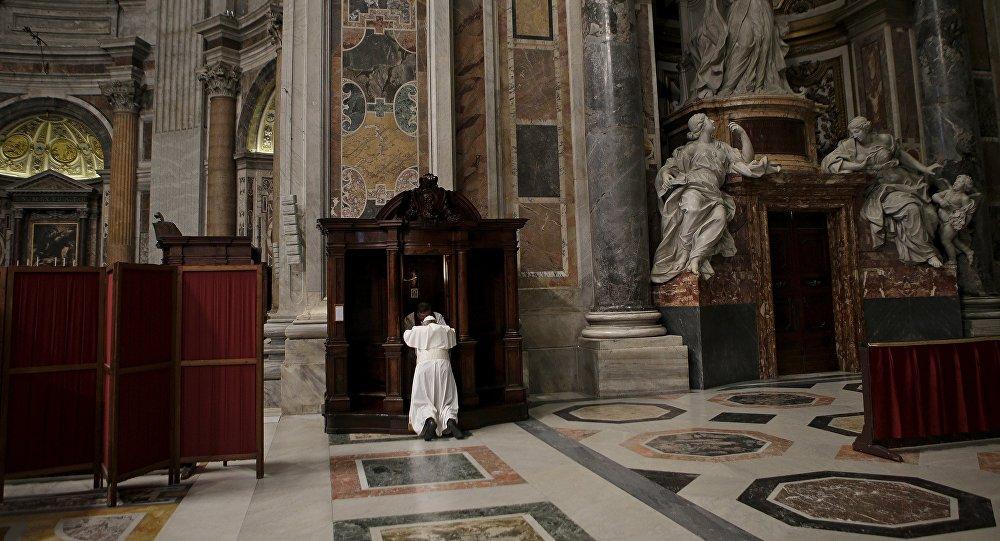 Папа Францыск у саборы Святога Пятра ў Ватыкане