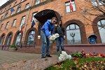 Минчане у посольства Франции в Минске