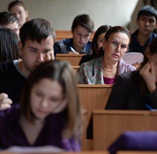 Студенты во время лекции, архивное фото