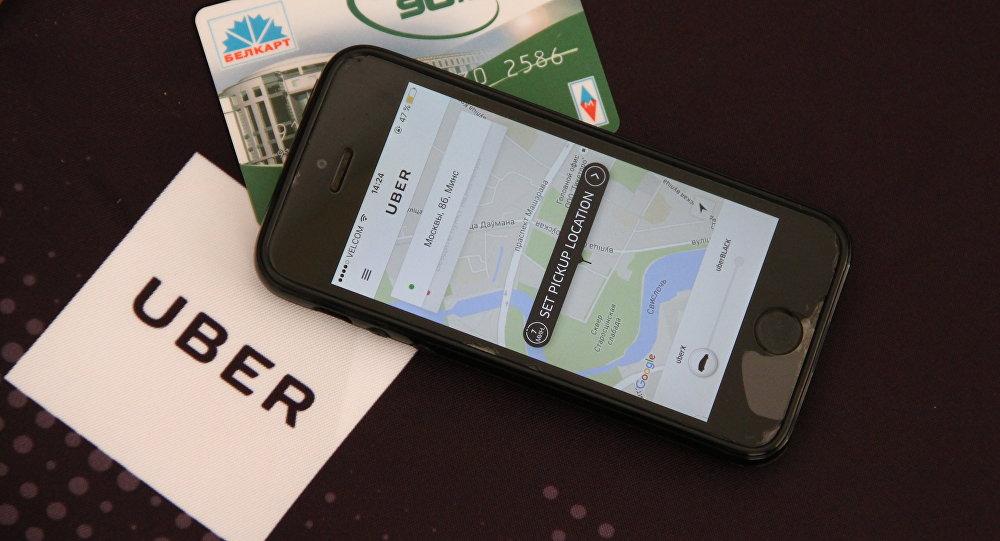 Прылада Uber на смартфоне і картка Белкарт