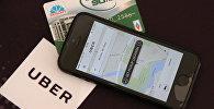 Прыкладанне Uber на смартфоне і картка Белкарт
