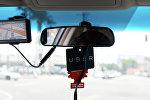 Карточка Uber в машине