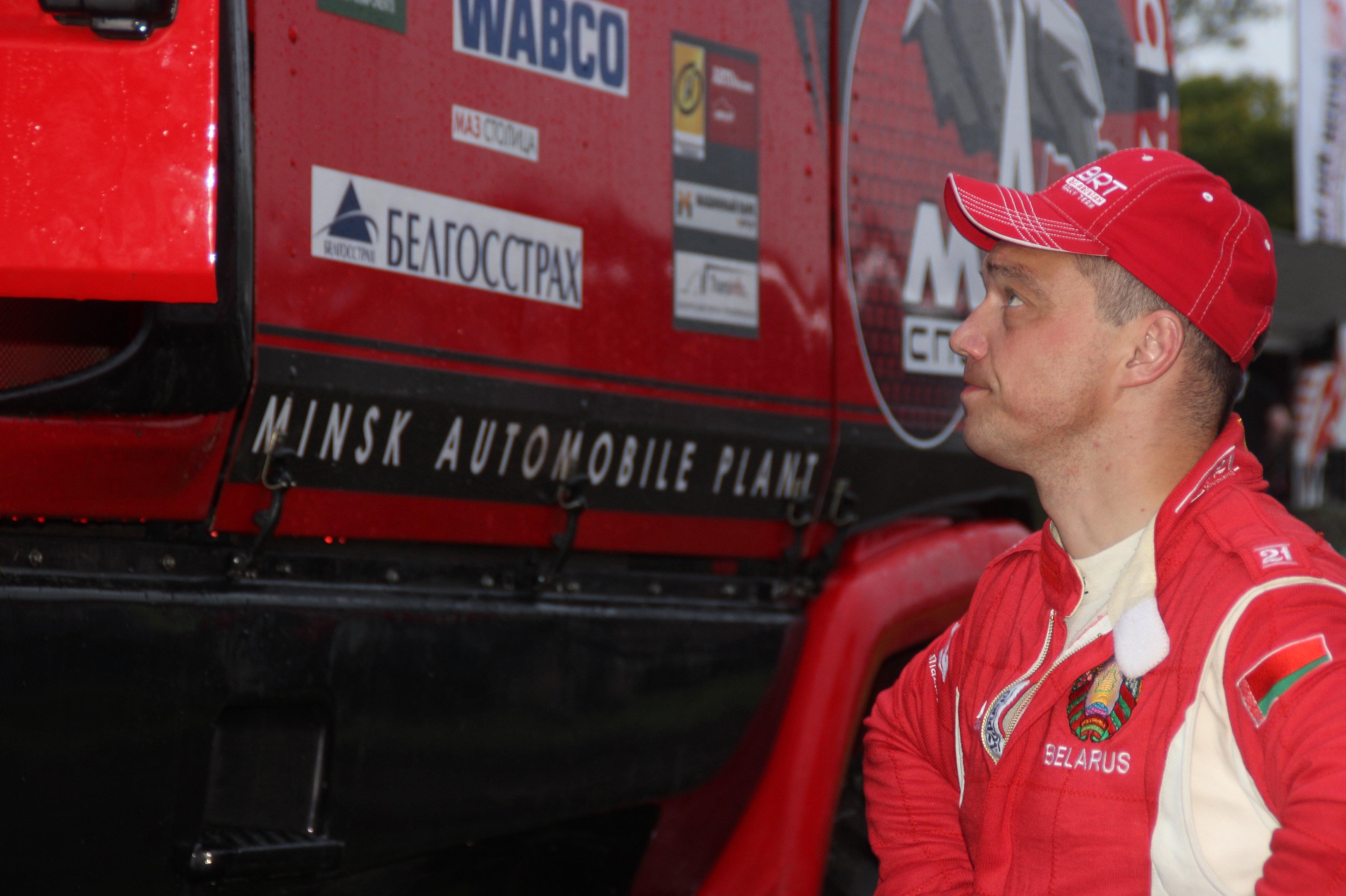 Сергей Вязович и грузовик, в не довезший его до финиша Дакара-2016
