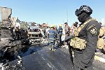 Иракские силы безопасности работают на месте взрыва, архивное фото