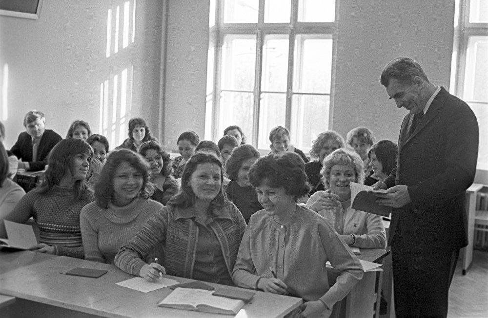 Ніл Гілевіч у аўдыторыі Беларускага дзяржаўнага ўніверсітэта імя У. І. Леніна