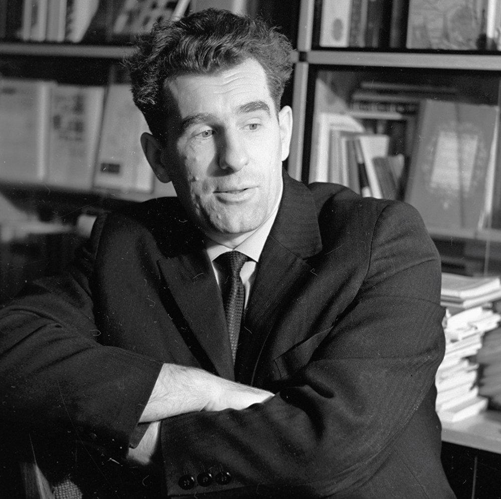 Паэт Ніл Гілевіч, 1966 год