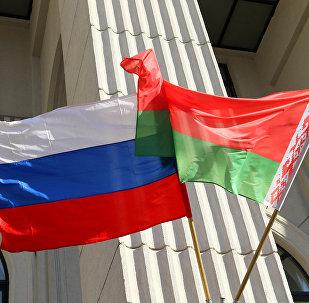 Государственные флаги России и Беларуси