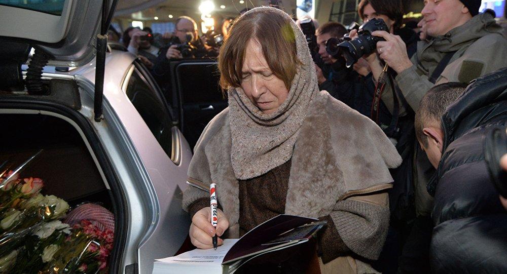 Писательница Алексиевич увидела зловещий знак взадержании Жадана