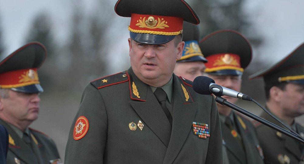 Парады будут проходить только в центре города - министр обороны