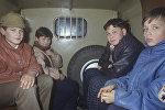 Подростки в машине детского приемника-распределителя. Архивное фото