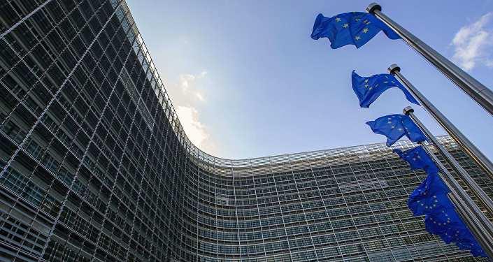 Флаги Евросоюза возле штаб-квартиры ЕС в Брюсселе