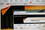 Монитор компьютера с сайтом Sputnik Латвия