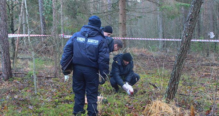 Следователи на месте обнаружения тела Юлии Балыкиной