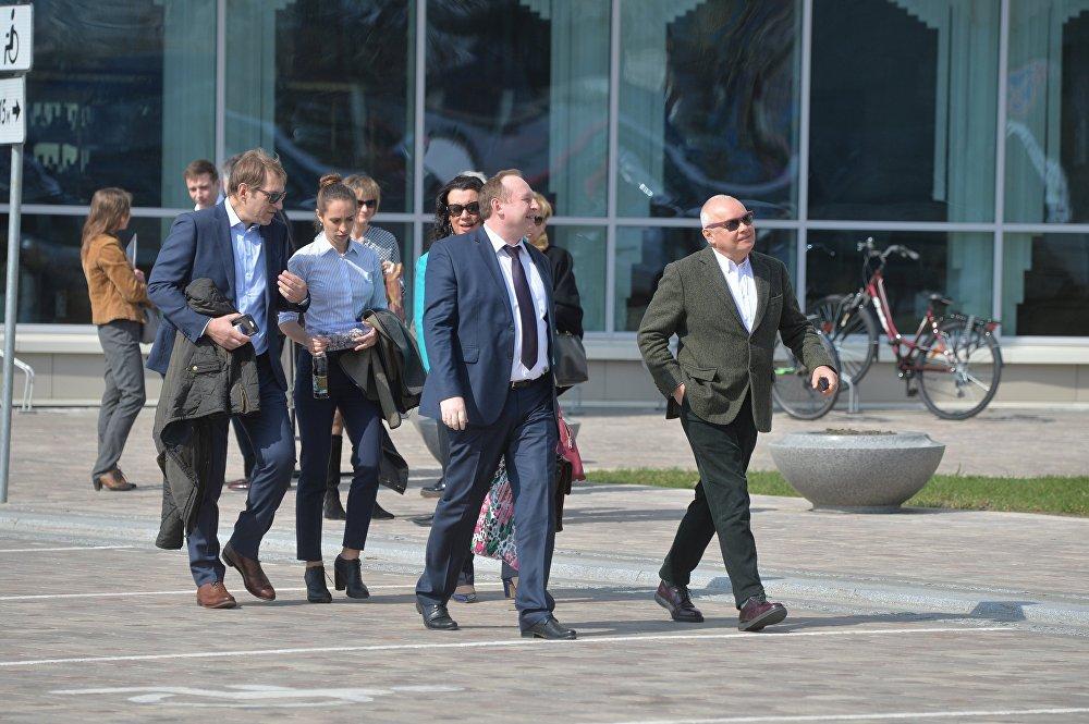 Руководитель Sputnik Беларусь Андрей Качура и генеральный директор медиагруппы МИА Россия сегодня Дмитрий Киселев