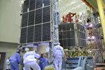 Сборка космических аппаратов на космодроме Байконур