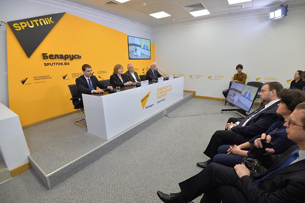 В ходе конференции состоялся видеомост Москва-Минск, посвященный двадцатилетию стратегического партнерства России и Беларуси