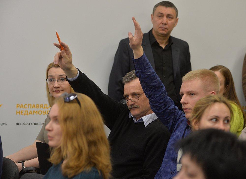 Пресс-секретари ведомств, журналисты на открытии пресс-центра Sputnik