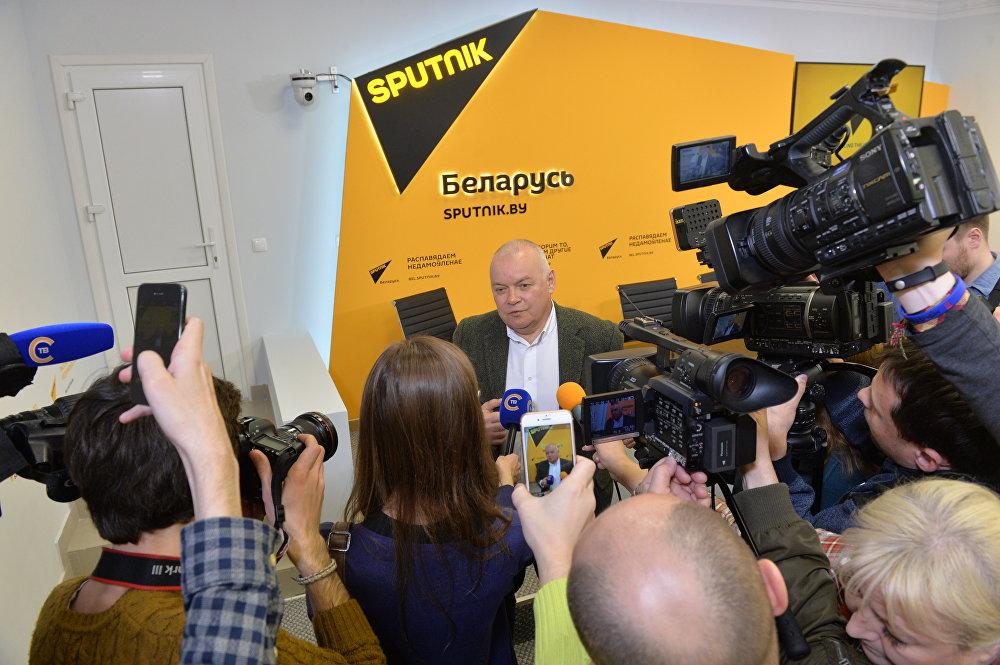 Дмитрий Киселев отвечает на вопросы журналистов в Минске