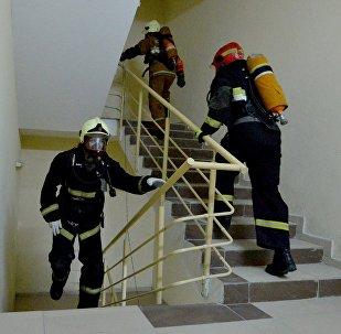 Пожарные-спасатели на время преодолевали дистанцию с 1 по 33 этаж