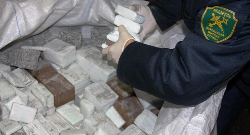 Наркотики, обнаруженные таможенниками