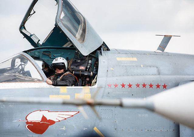 Экипаж бомбардировщика Су-24 ВКС России