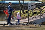 Мама с ребенком в парке