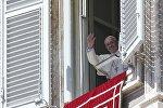 Папа Франциск на площади Святого Петра в Ватикане