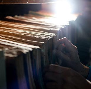 Книги в библиотеке. Архивное фото