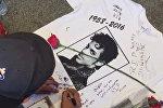 СПУТНИК_Поклонники Принса в память о музыканте танцевали и пели его песни в Нью-Йорке