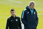 Нападающий Манчестер Сити Серхио Агуэро (слева) и главынй тренер команды Мануэль Пеллегрини
