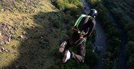 Бэйсджампер з парашутам скокнуў з маста Давідашэн у Ерэване