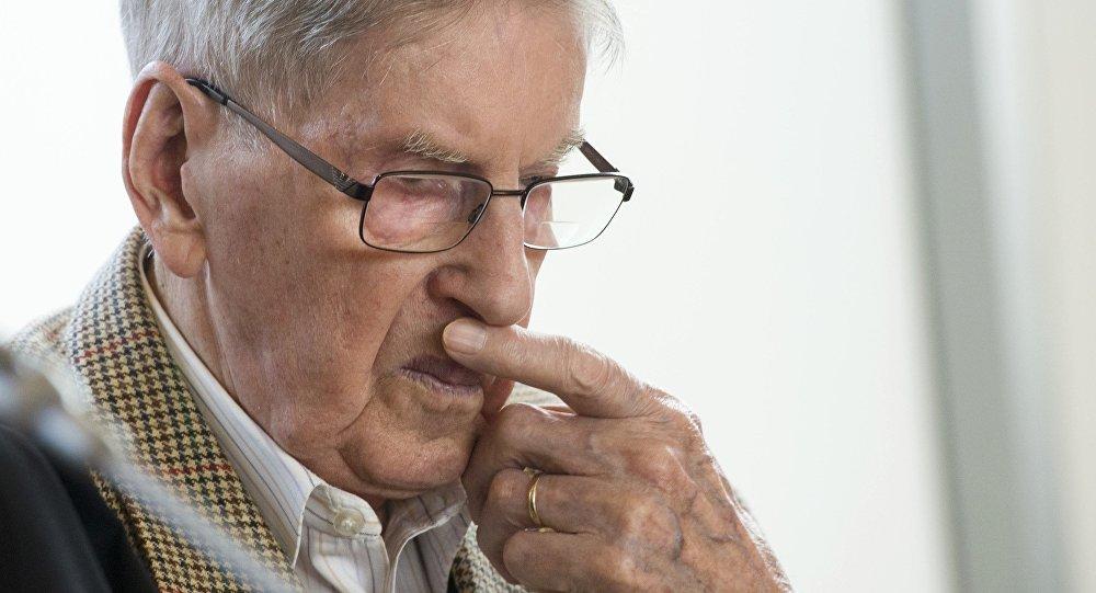 Прошлый охранник Освенцима извинился всуде засвои правонарушения