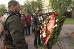 СПУТНИК_Ночные волки под военные песни возложили цветы к Вечному огню в Москве