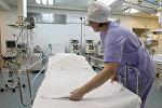 Медсестра в реанимационном отделении, архивное фото