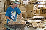 На фабрике по производству мебели