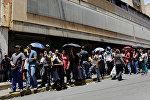 Жители Венесуэлы в очереди за продуктами