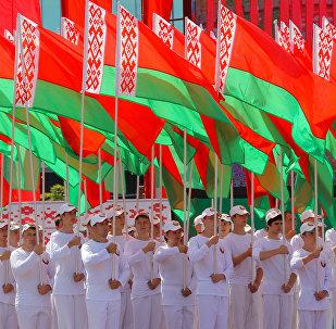 Белорусская молодежь принимает участие в театрально-спортивном шествии на параде в честь Дня Независимости республики Беларусь в Минске