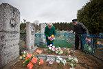 В Радуницу на сельском кладбище