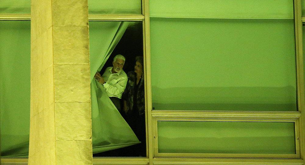 Отстраненная отвласти Дилма Руссеф распустила руководство Бразилии