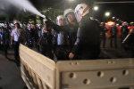 Спутник_Бразильские полицейские газом разгоняли сторонников Роуссефф у здания сената