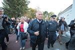Николай Статкевич на пикете у Ратуши