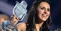 Джамала (Украина), победившая в финале международного конкурса Евровидение-2016, на церемонии награждения.