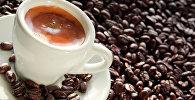 Чашка кофе в кофейных зернах